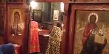 Un preot si-a speriat enoriasii! A iesit din altar si a inceput sa.... Cineva l-a filmat, iar VIDEO-ul a ajuns viral
