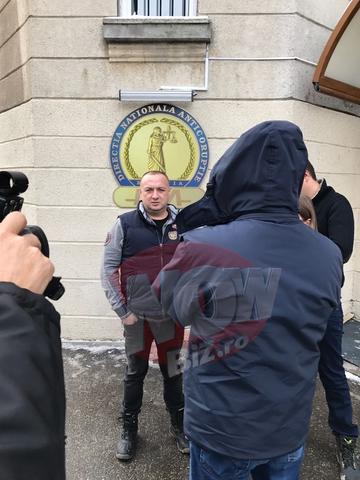 """Aparitie surprinzatoare la DNA! Leo de la Strehaia a fost azi in fata procurorilor! Declaratii bomba ale """"Printului tiganilor"""" despre o mita de un milion de euro si amenintarile grave pe care le-a primit in ultima vreme"""