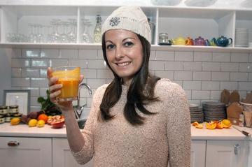Doctorii sunt socati ca inca este in viata! Femeia asta a invins cancerul cu o dieta speciala!