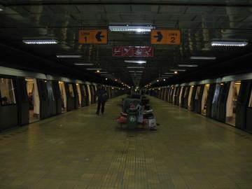 Ambulanta, chemata la metrou la Dristor! Ce s-a intamplat cu o femeie?