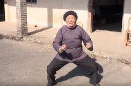 Bunica KARATISTA ar putea fi recrutata in armata! La 94 de ani se bate mai bine ca Van Damme