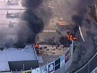 Panica la mall! Un avion s-a prabusit peste un centru comercial. Cel putin 5 morti