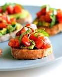 Gustari cu avocado. 4 bruschete incantatoare de post