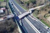 Un pod s-a prabusit pe autostrada. Bilant tragic: DOI MORTI, mai multi raniti