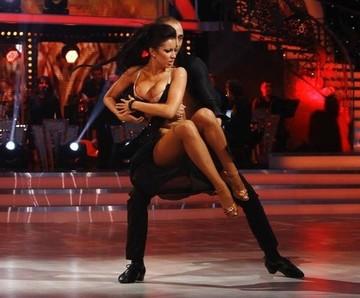 Ce face si cum arata azi bruneta care innebunise Romania cu trupul si ochii ei la Dansez pentru tine! Elena Voscoboinic, partenera de atunci a lui Radu Valcan, si-a pus pirostriile. A fost o mireasa superba
