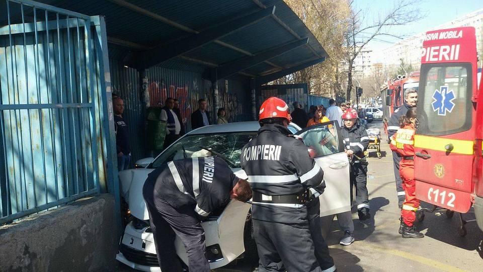 IMAGINI SOCANTE! Accident grav intr-o statie RATB din Capitala! Trei persoane au ranite