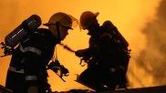 Explozie de proportii intr-un bloc de locuinte din Oltenia: trei morti si mai multe garsoniere in flacari