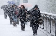 Se strică vremea! Cod galben de ninsori la munte, ploi şi vânt puternic în toată ţara