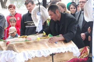 Cutremurător! O tânăra din Neamţ a înviat la propria înmormântare! Ce a putut să spună când s-a deşteptat e terifiant