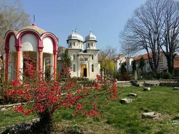 """""""Minunile"""" de la manastirea la care este inmormantat Aurelian Preda! Cum s-a transformat Derventul in al doilea Prislop! Povestea crucilor de piatra care cresc din pamant"""