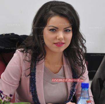 Ea e cea mai sexy viceprimarita din tara! PSD-ista are corp de manechin si privire hipnotizanta! Roxana Feraru are doar 26 de ani! FOTO!