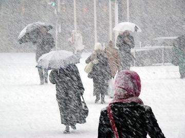 Veşti proaste de la meteorologi! A fost emis un COD GALBEN de VÂNT PUTERNIC şi ninsori! Care sunt zonele afectate