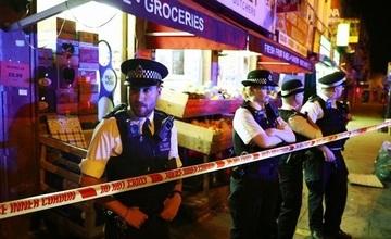 Un mort şi zece răniţi după ce o camionetă a lovit pietoni în nord-estul Londrei