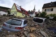 Alunecarile de teren au facut ravagii. Cel putin 141 de persoane date disparute