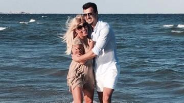 E oficial: Elena Udrea s-a logodit cu iubitul tinerel! Adrian a facut anuntul! WOWbiz.ro a avut dreptate!