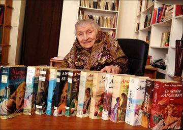 """Scriitoarea Anne Golon, autoarea seriei """"Angelique"""", a murit la 95 de ani"""
