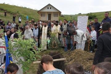 Agitatie mare in satul dacic de la Naeni. Ce s-a intamplat dupa ce satenii si-au dus la groapa mortul? E primul caz de acest gen