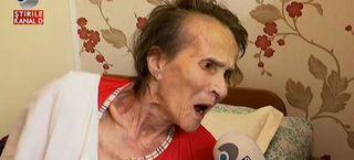O batrana de 82 de ani din Braila a fost lasata pe drumuri de propria nepoata! Femeia e chinuita de boala si de batranete