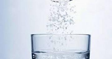 Elixir pentru sănătate! De ce trebuie să consumi un pahar de apă cu sare de mare dimineaţa, pe stomacul gol!