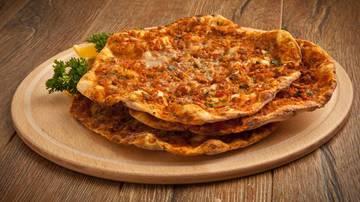 Lahmacun (pizza turceasca) - reteta delicioasa