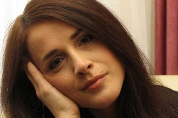 "Madalina Manole, ""drogata"" cu fenobarbital, inainte sa inghita Furadanul! Informatia, ignorata de anchetatori, a fost scoasa la lumina in ""ancheta paralela"" a mortii cantaretei"