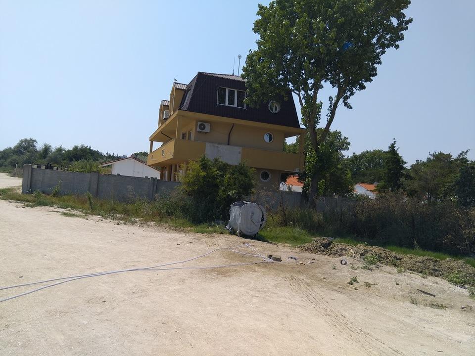 Langa casa lui Stolo a aparut o pubela de gunoi