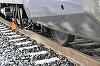 Tragedia a lovit din nou pe calea ferata! Un batran a murit lovit de tren, in timp ce incerca sa-si salveze sotia