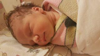 O mare campioana romanca a devenit mamica! Prima poza cu bebelusa Clara!