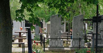 Descoperire socanta intr-un cimitir din Neamt. Doua femei au trait spaima vietii lor