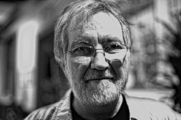 """Tobe Hooper, regizorul celebrului film horror """"Poltergeist"""" a murit. Cum a sfarsit la 74 de ani"""