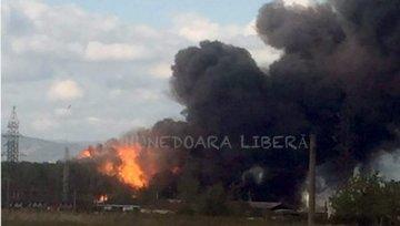 Incendiu la o fabrica de vopseluri din Orastie! Mai multe persoane au fost intoxicate cu fum