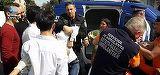 Scene socante in Bistrita! Un politist a fost atacat de doua clanuri inarmate cu sabii, topoare si o secure