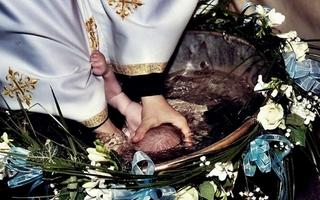 S-a facut necropsia bebelusului mort in timpul slujbei de botez. Ce au gasit medicii legisti