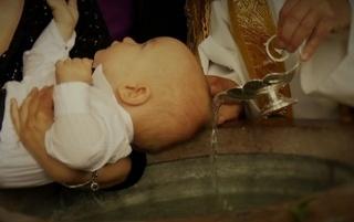Descoperire şocantă în cazul bebeluşului mort la propriul botez! Ce i-ar fi găsit în gură