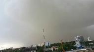 "Imagini APOCALIPTICE de la Timisoara! Cativa tineri au realizat tarziu ce se intampla si au luat-o la fuga DISPERATI! ""Asta nu e ploaie! Hai jos ca ne matura""- Se repeta scenele si astazi, in Capitala?"