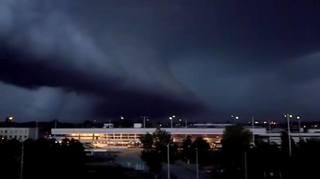 Primul oras din tara care e lovit ACUM de furtuna! A inceput si este mai grav decat se credea