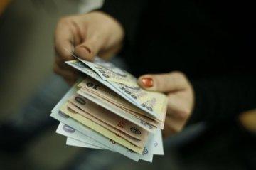 Secretara unei primarii dintr-o comuna din Romania, salariu de 29.000 de lei!