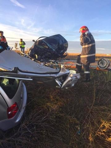 Mergeau sa se roage la Sfanta Parascheva, dar au facut accident pe drum! Un preot si familia lui au murit