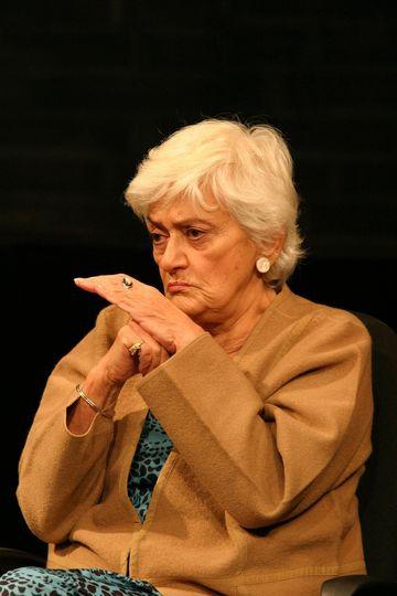 """S-a adeverit previziunea din 2012 a actorului Marius Manole! """"Mi se pare strigator la cer ca Olga Tudorache sa joace cu sala goala!"""" """"Haideti sa nu asteptam sa mai plece un artist, ca mai apoi sa-l ridicam in slavi si sa ne tanguim pe la televizor ce mare"""