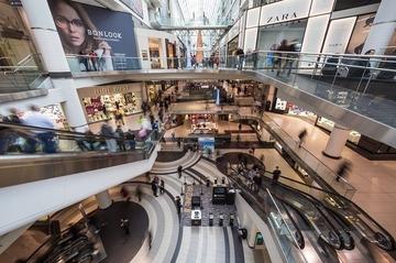 O femeie a fost ucisa si alte sapte persoane au fost ranite in urma unui atac cu cutitul! Incidentul s-a produs intr-un mall aglomerat