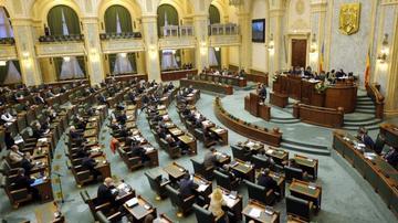 Legea vaccinarii obligatorii a fost adoptata de plenul Senatului. Parintii care refuza sa-si vaccineze copiii risca amenzi si de 10.000 de lei