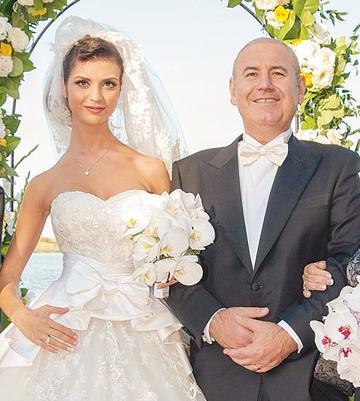Moldoveanca lui Dorin Cocos s-a logodit la Dubai! Diana, femeia care i-a luat locul Elenei Udrea, si-a refacut complet viata