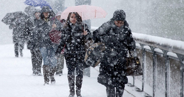 Iarna îşi intră în drepturi! Sunt aşteptate ninsori, iar temperaturile vor scădea brusc, ajungând şi până la 0 grade
