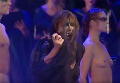 Imagini incredibile cu sotia lui Varujan Vosganian! Ce face Mihaela atunci cand urca pe scena?