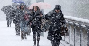 Vremea se schimbă radical în următoarele ore! Ce zone vor fi afectate de ninsori