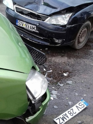 Si-a urmarit fosta iubita in trafic, s-a izbit de masina ei, iar ce-a urmat e inuman! I-a smuls parul din cap, iar apoi...