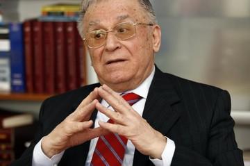 Ion Iliescu, probleme mari de sanatate. Fostul presedinte nu mai iese din casa! Ce spun medicii