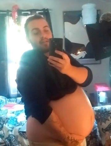 El este primul transsexual care a nascut! Sexul bebelusului...necunoscut! Cazul este unic in lume