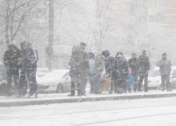 Vremea se schimbă radical! Zonele din ţară în care se vor înregistra ploi însemnate cantitativ şi ninsori viscolite