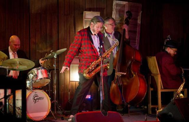 Saxofonistul Ralph Carney a murit la 61 de ani!